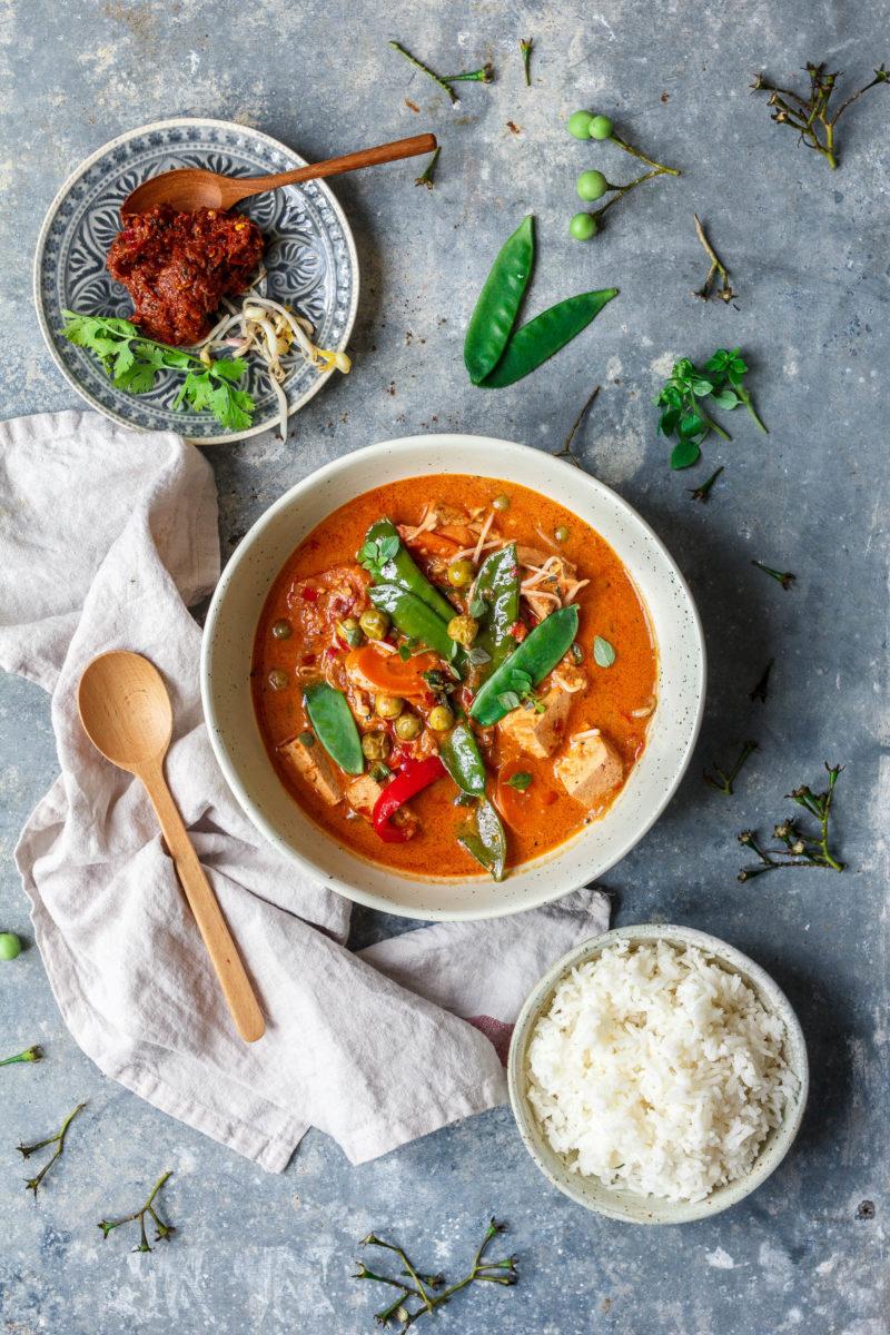 Feuriges rotes Thai Curry mit Tofu