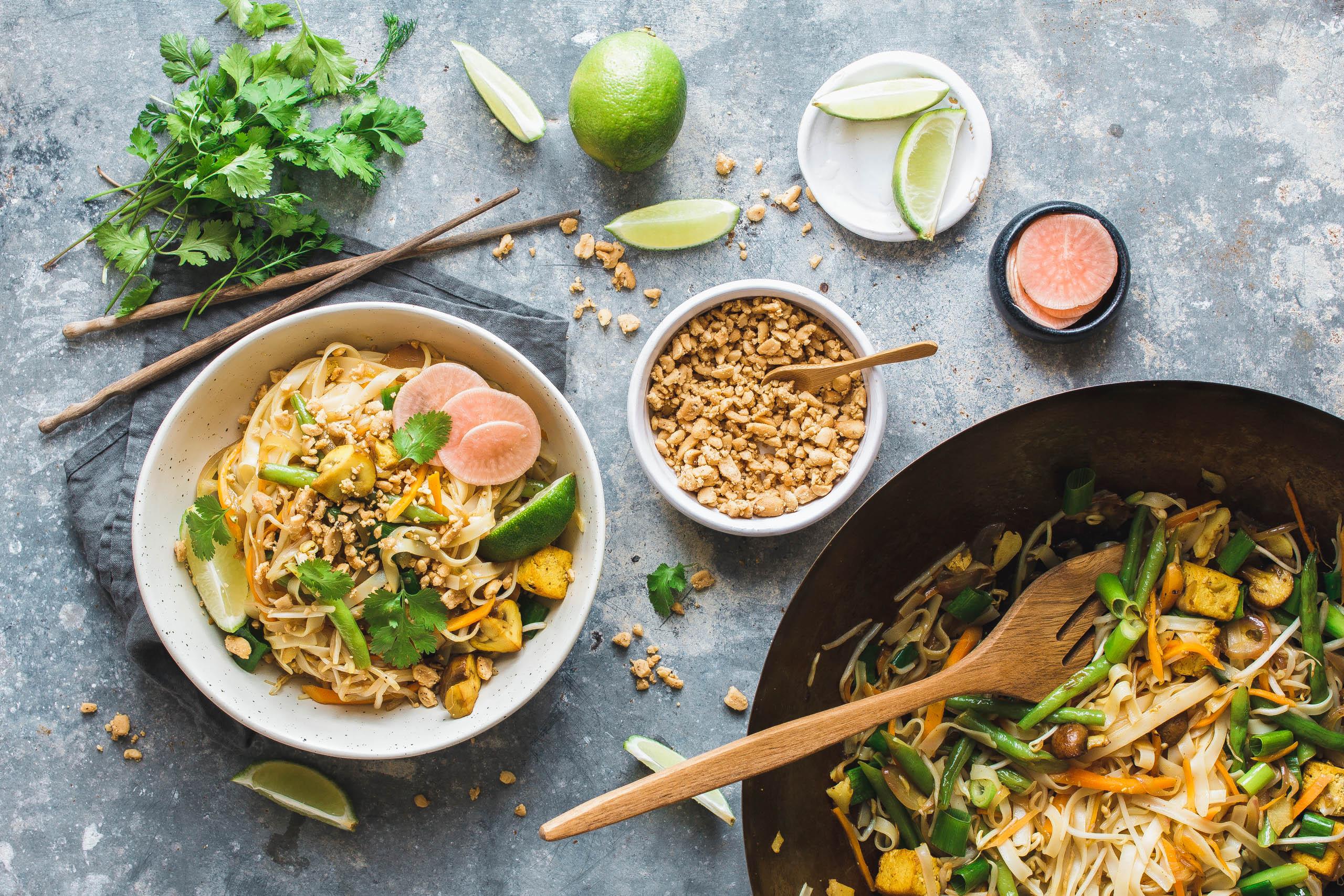 Veganes Pad Thai mit grünen Bohnen & Tofu