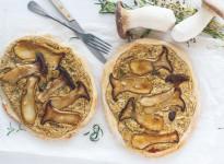 Herbst-Pizza mit Kräuterseitlingen und viel Knoblauch