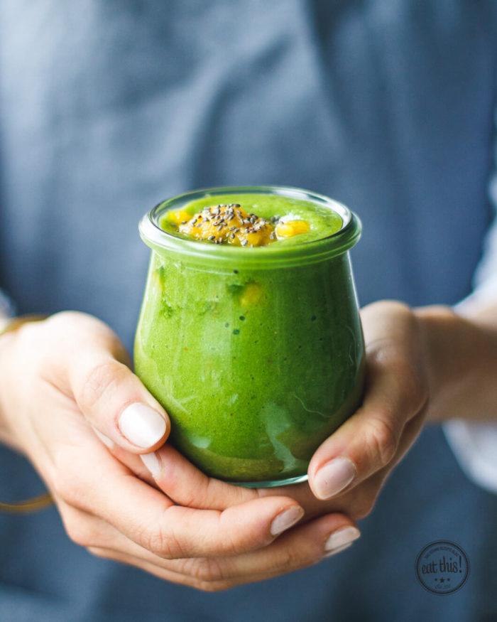 Frühstücks Smoothie mit Ananas und Mango