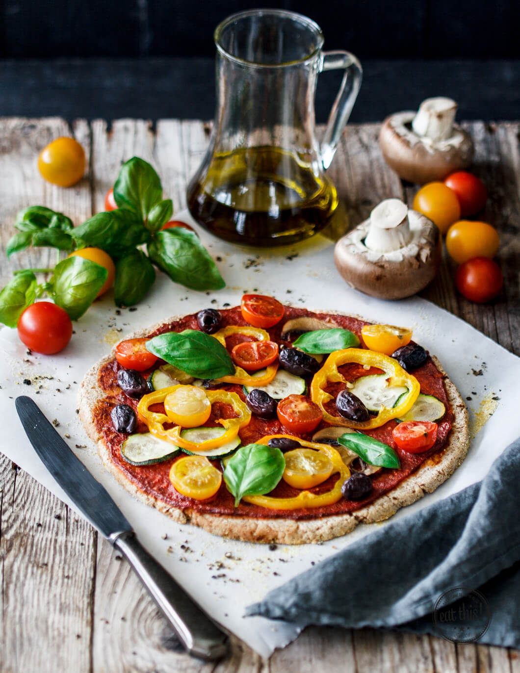 pizza mit sommergem se auf glutenfreier blumenkohl crust eat this foodblog vegane rezepte. Black Bedroom Furniture Sets. Home Design Ideas