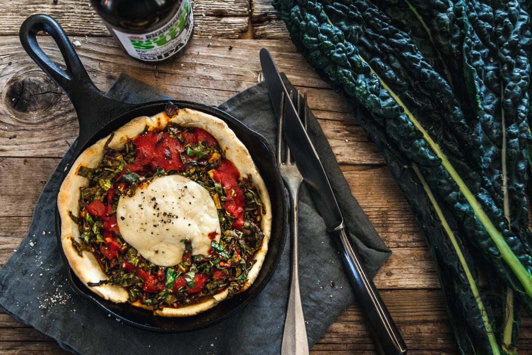 knusprige schwarzkohl pies aus der gusseisenpfanne eat this foodblog vegane rezepte stories. Black Bedroom Furniture Sets. Home Design Ideas