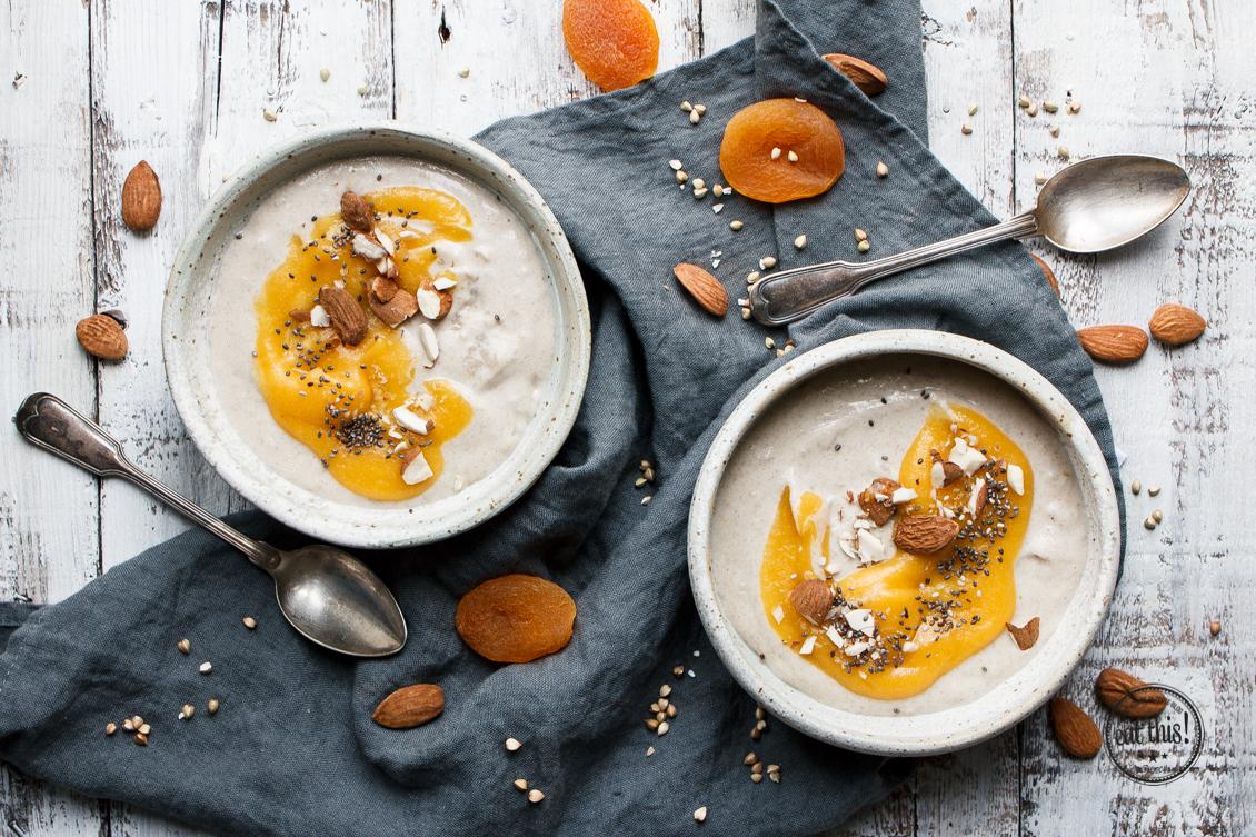 Buchweizen-Porridge mit Kardamom & Aprikosenmus