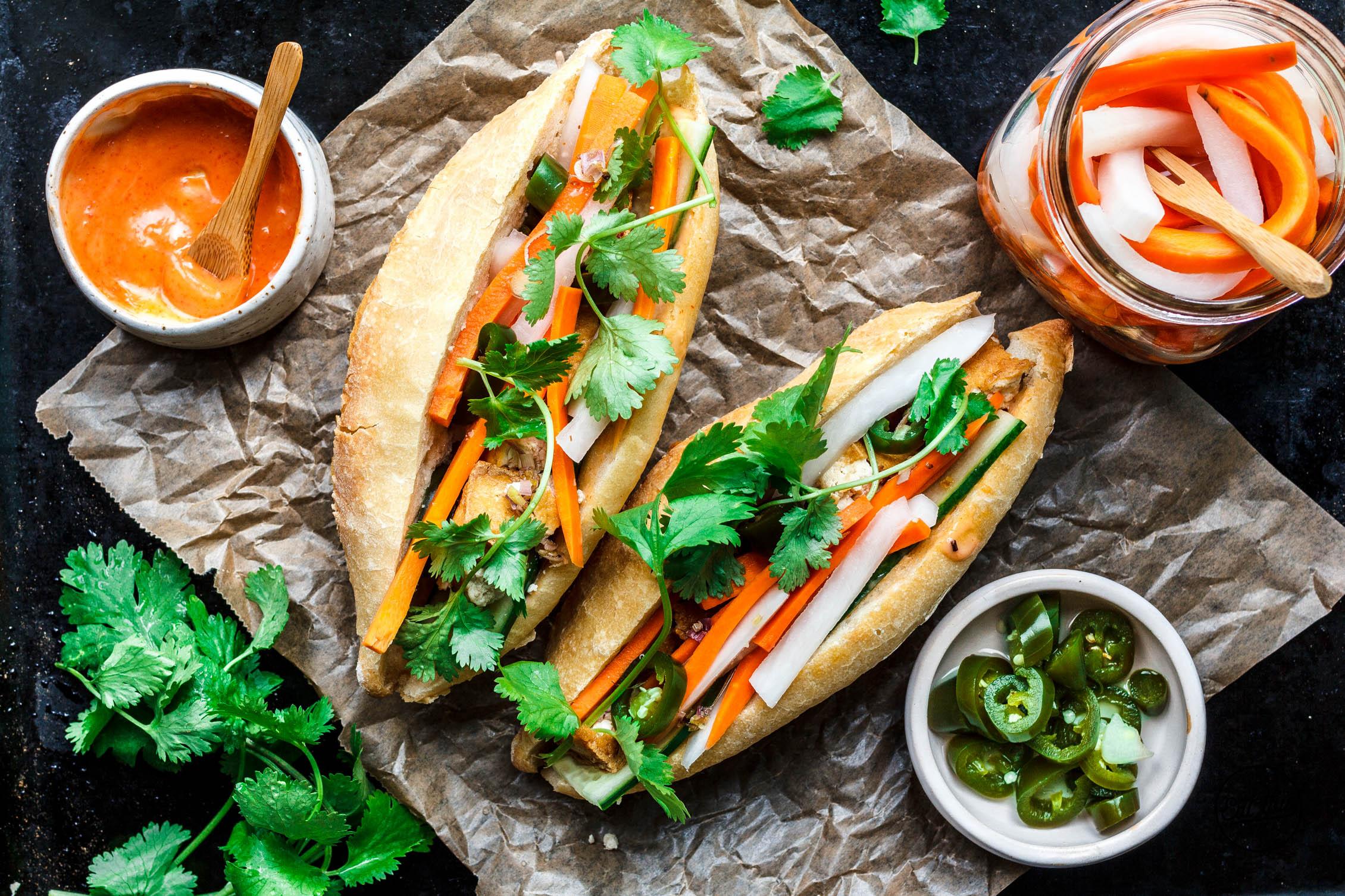 Bánh mì mit Zitronengrastofu & Srirachamayo