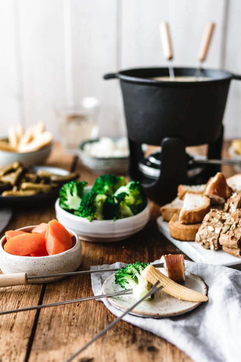 veganes k sefondue eat this vegan food lifestyle. Black Bedroom Furniture Sets. Home Design Ideas