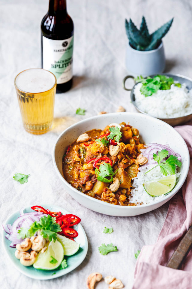 aloo gobi blumenkohl curry mit kartoffeln kichererbsen eat this vegan food lifestyle. Black Bedroom Furniture Sets. Home Design Ideas