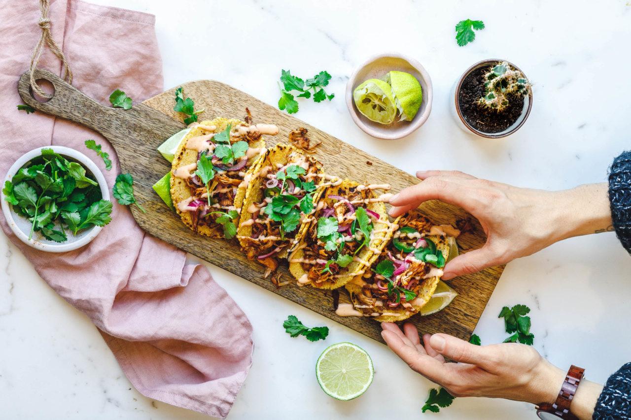 Vegane Jackfruit Tacos mit Quick Pickles