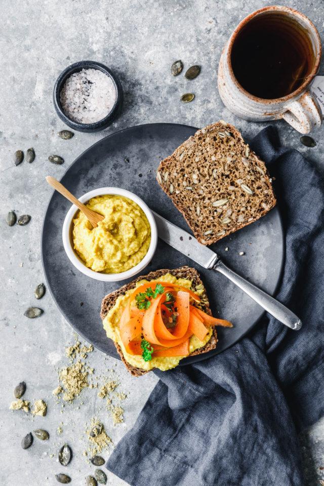 Schnelles veganes Vollkornbrot mit Saaten