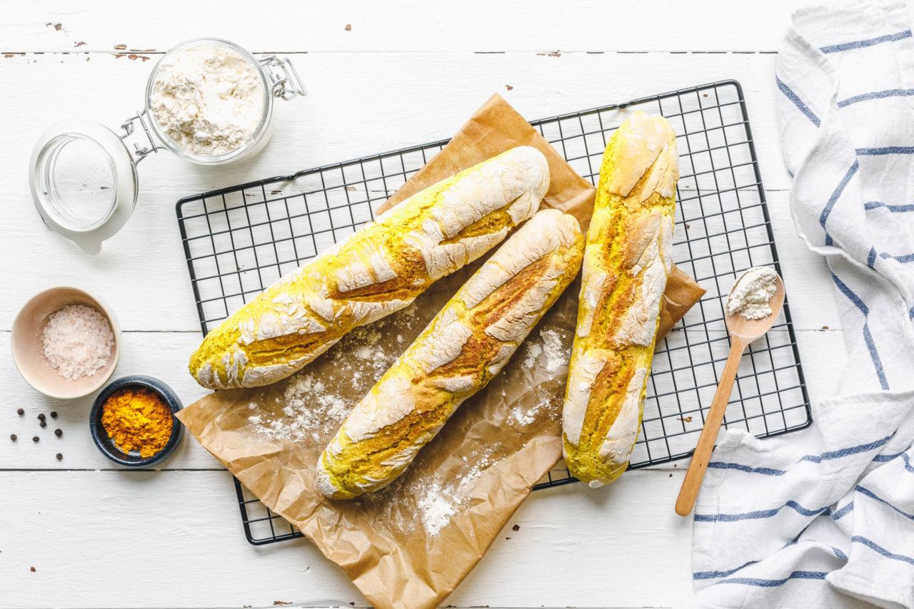 Knusprige, würzige Kurkuma-Baguettes