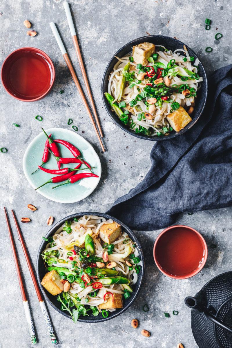 pad thai mit gr nem spargel und tofu eat this vegan food lifestyle. Black Bedroom Furniture Sets. Home Design Ideas