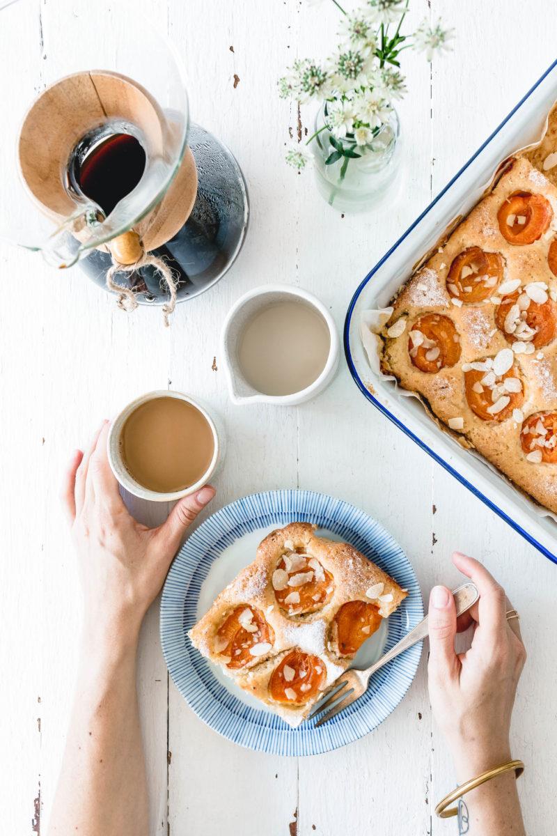 Schneller Aprikosenkuchen mit Olivenöl & Mandeln