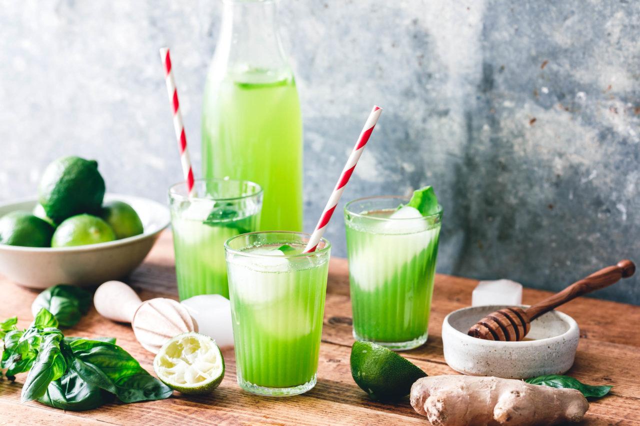 basilikum limonade mit limette ingwer eat this foodblog vegane rezepte stories. Black Bedroom Furniture Sets. Home Design Ideas