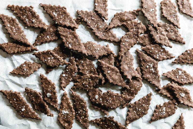 Gesunde Thymian-Cracker mit Leinmehl