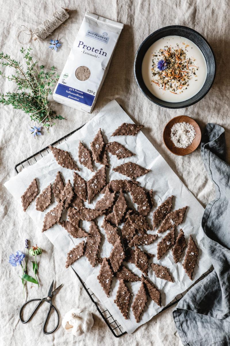 Gesunde Thymian-Cracker mit Leinsamenmehl