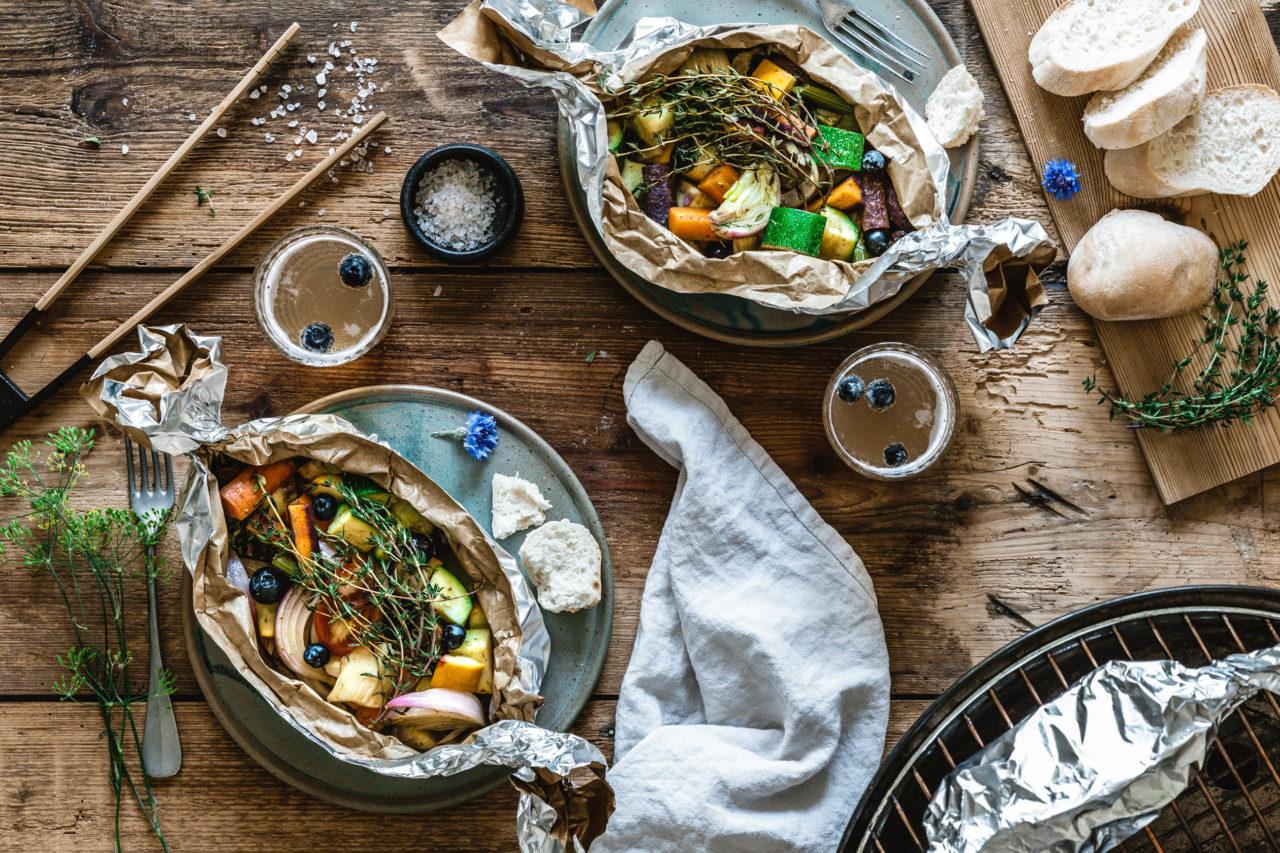 Thymian-Gemüsepäckchen mit Blaubeeren