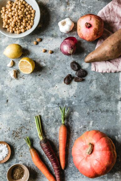Kürbis-Süßkartoffel-Tajine mit Couscous & Granatapfel