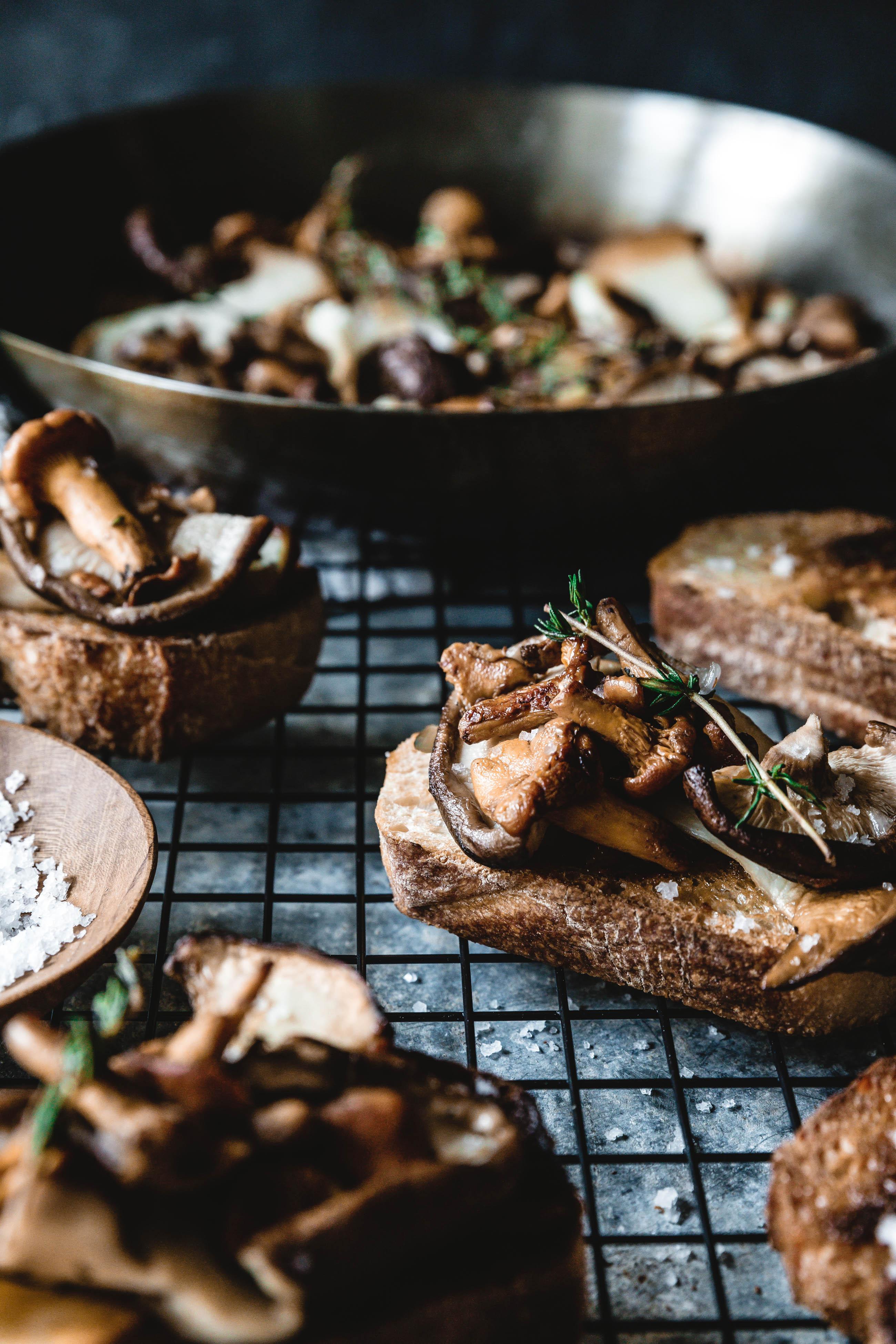 Herbstliche Crostini mit Pilzen & Thymian · Eat this! Foodblog ...