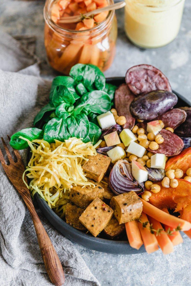 Kurkuma Good Life Bowl mit geröstetem Gemüse & Tofu