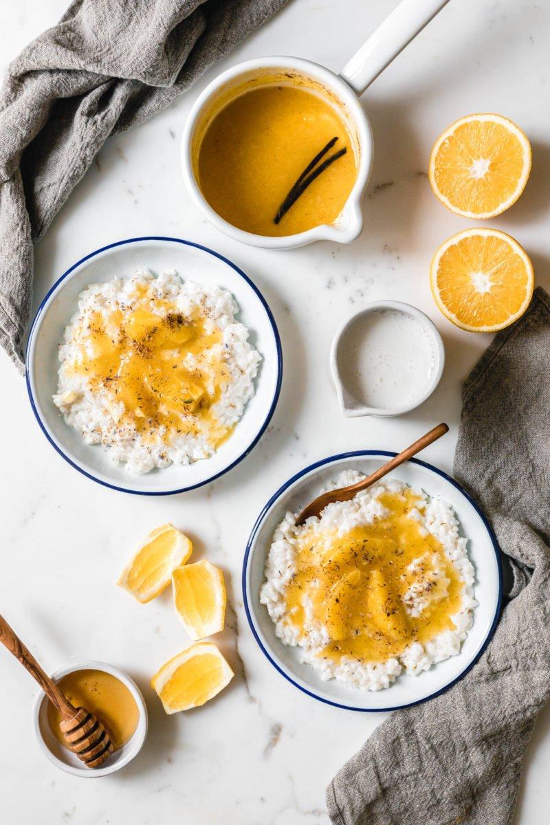 Nordischer Milchreis mit gewürzter Orangensauce & Vanille