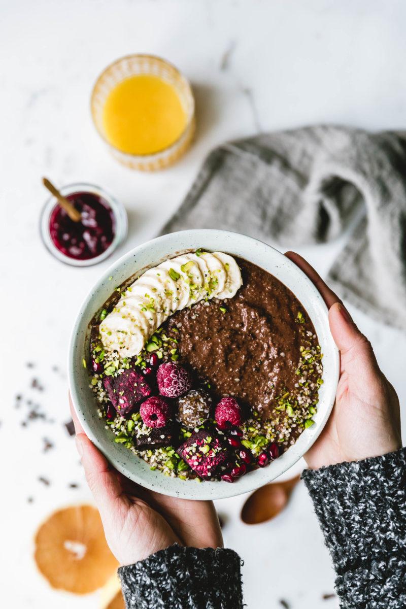 Schoko-Frühstückspudding mit Brownie-Bites