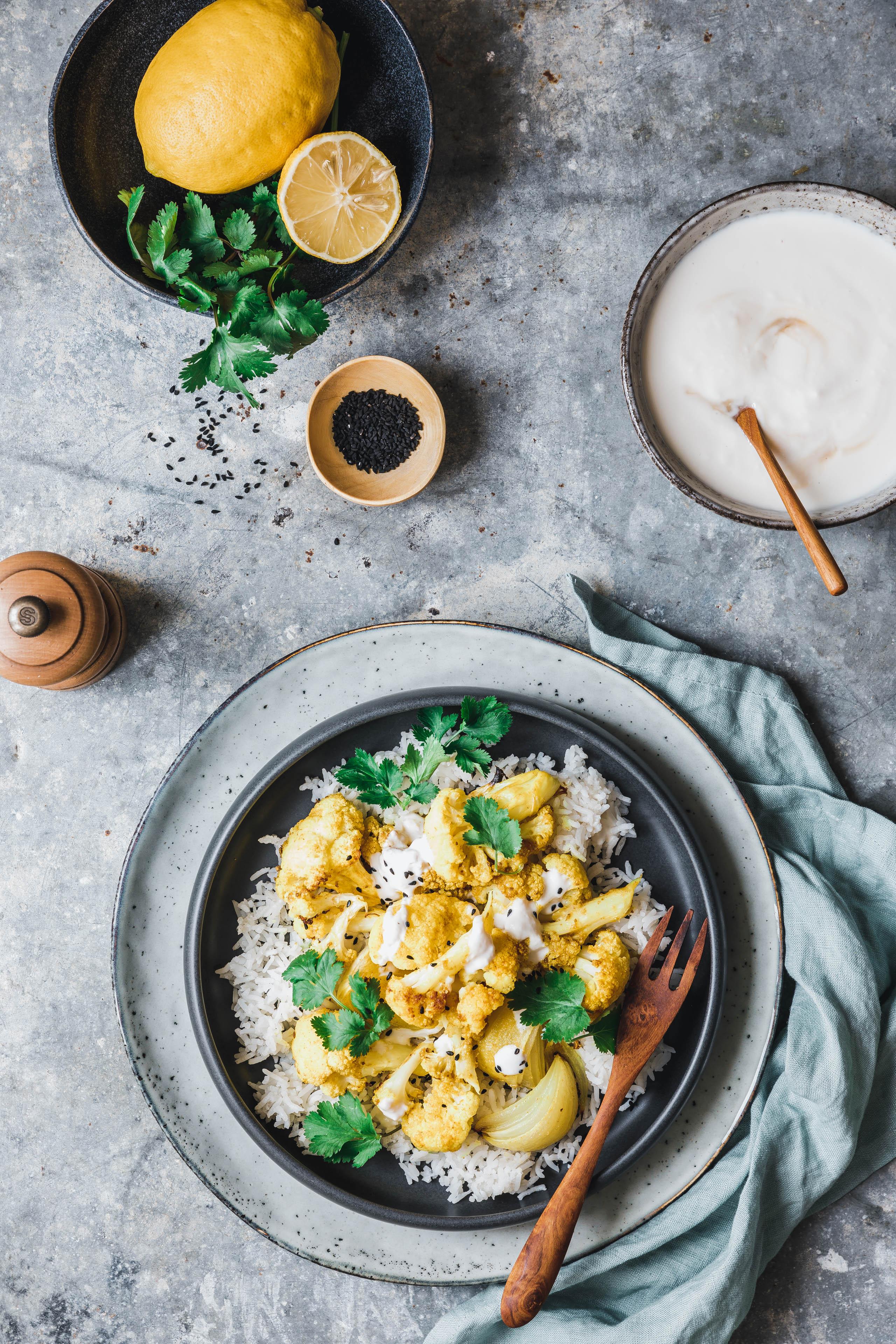 ger steter curry blumenkohl mit frischer zitronen raita eat this foodblog vegane rezepte. Black Bedroom Furniture Sets. Home Design Ideas