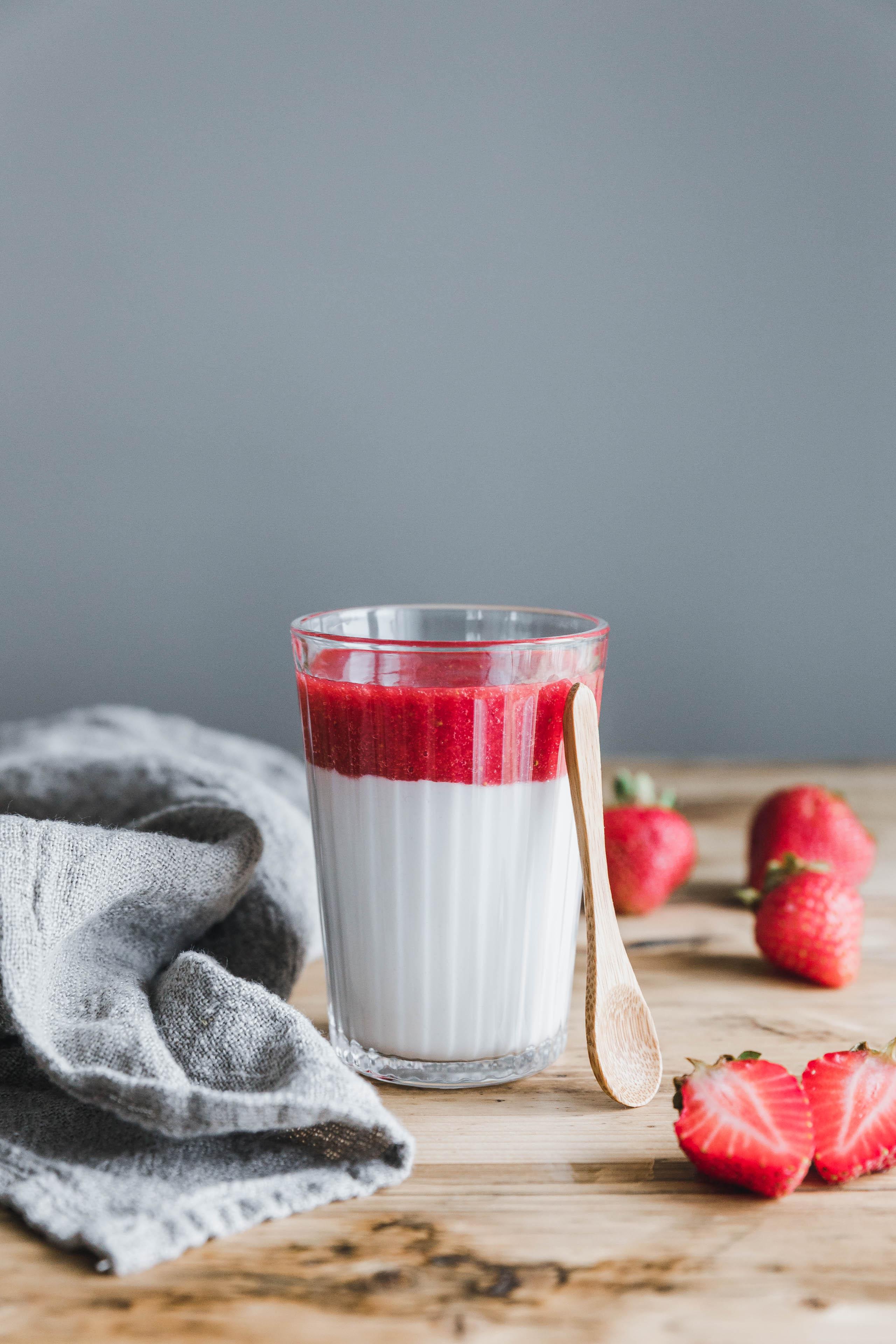Vegane Mandel Pannacotta Mit Erdbeersauce Eat This Foodblog