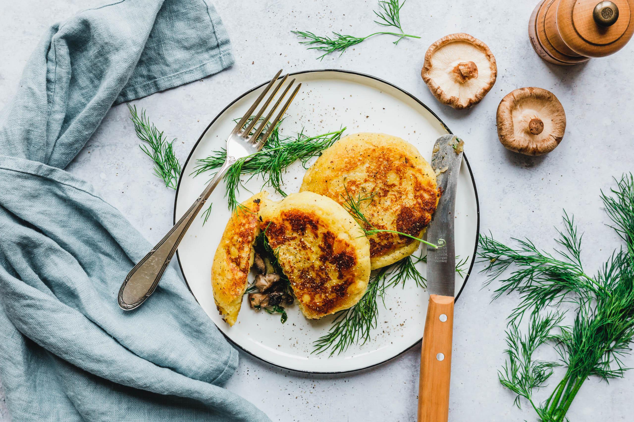 Knusprige Potato Cakes mit Pilzfüllung & frischem Dill