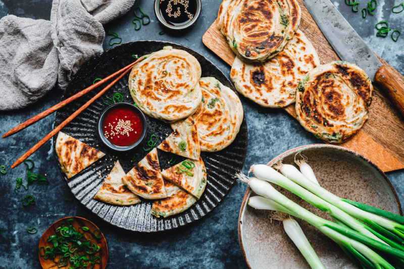 Chinesische Frühlingszwiebel-Pancakes oder auch Cong You Bing