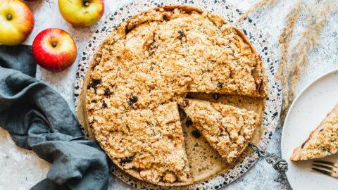 Einfacher veganer Apfelkuchen mit Streuseln
