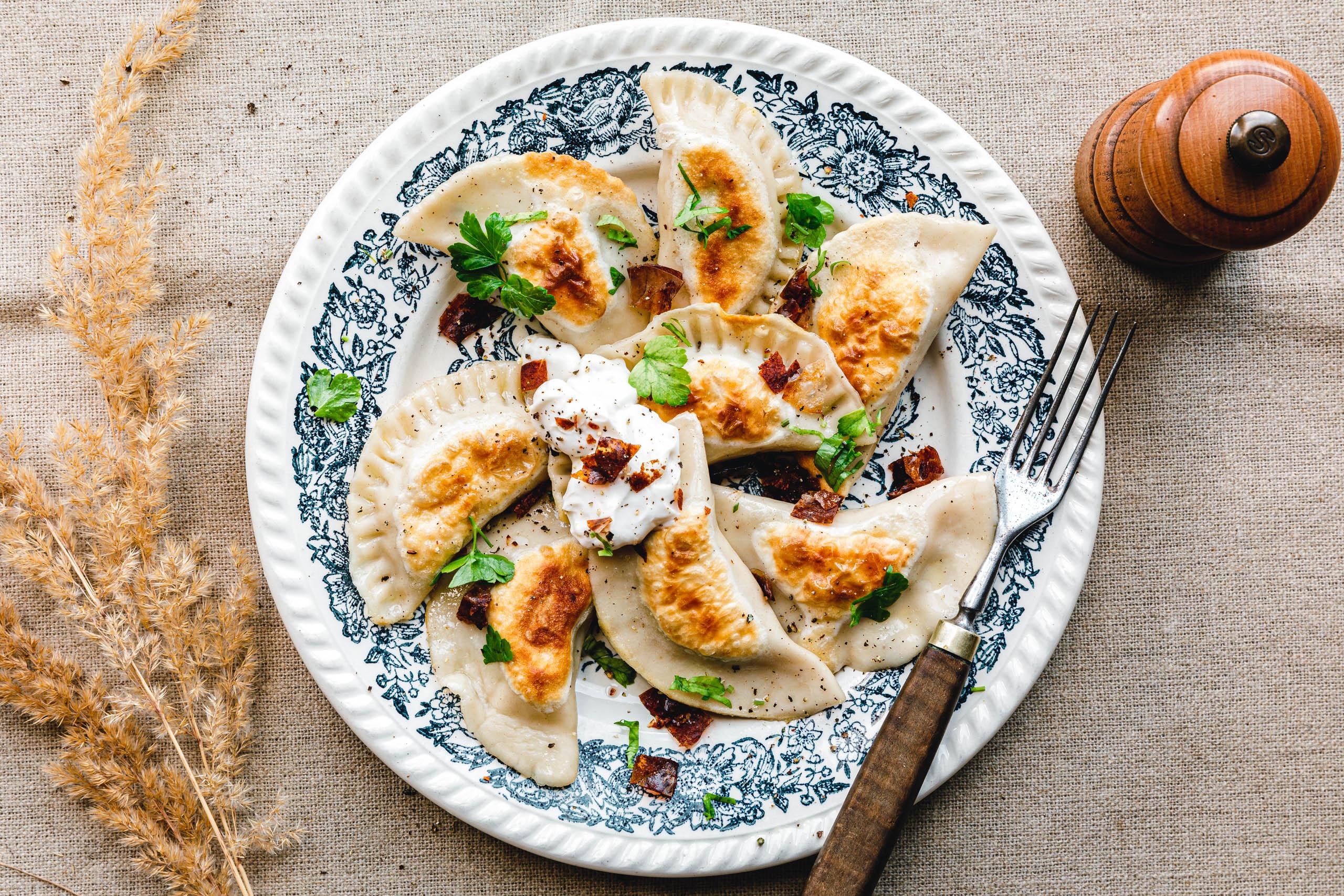 Vegane Piroggen mit Kartoffeln, Sauerkraut und Pilzen