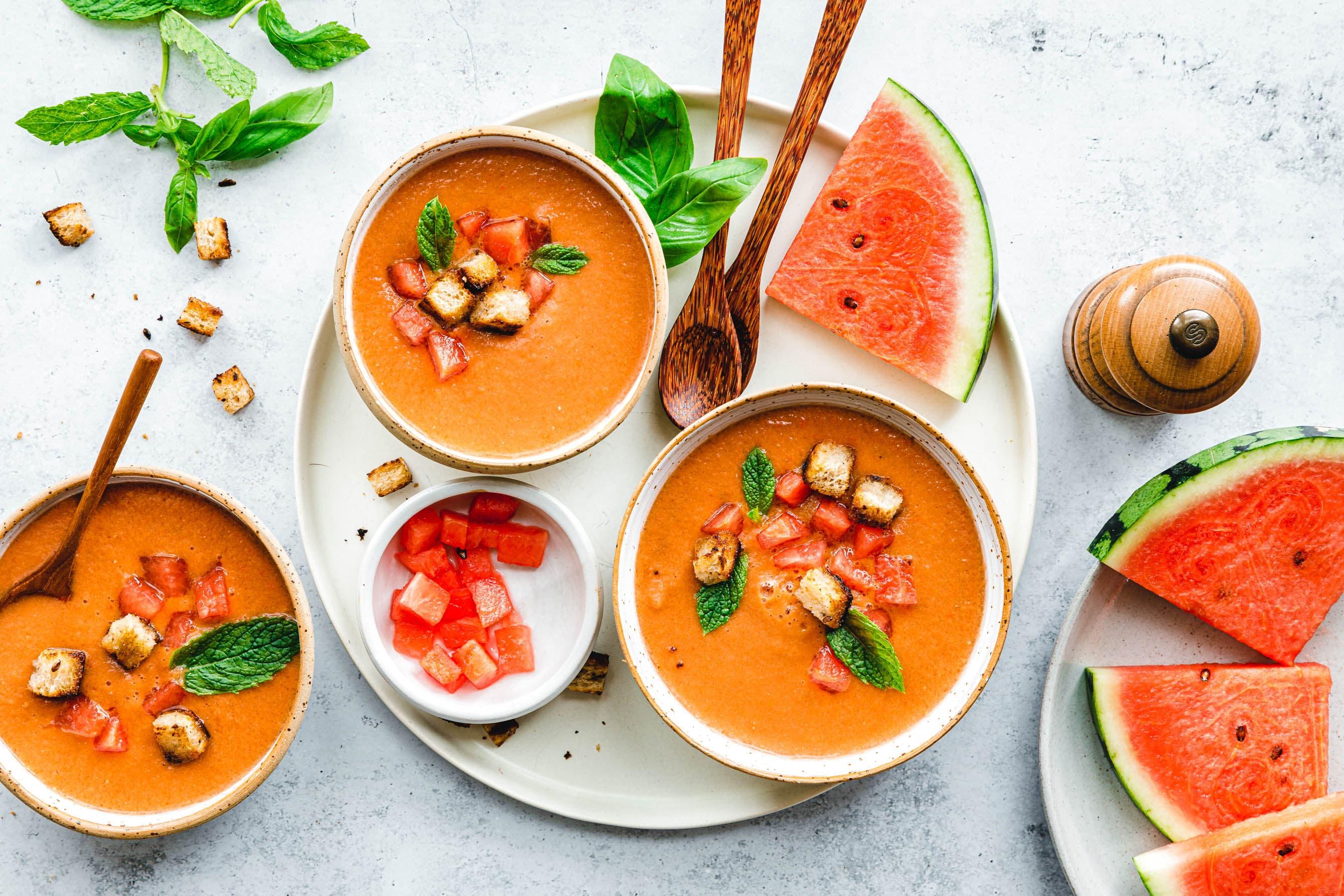 Wassermelonen-Gazpacho mit Basilikum & Minze